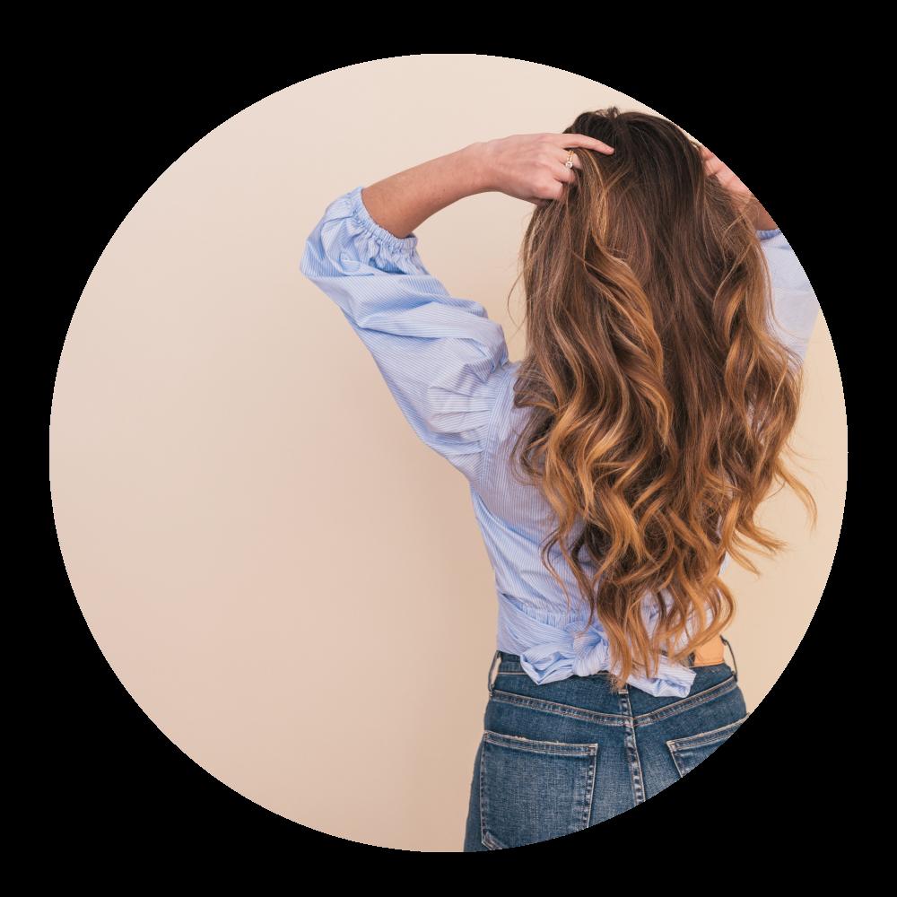 Book tid til hårfarve i salonen i Jyderup